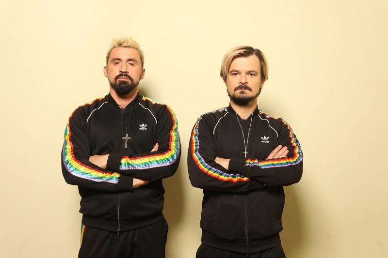 Artysta Daniel Rycharski i aktor Dawid Ogrodnik (fot. Jarosław Sosiński /materiały prasowe)