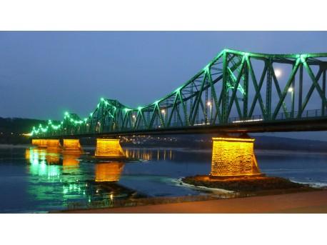 Widok na most i bulwary (źródło: flickr.com)