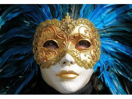 Dziewczyna w teatralnej masce  https://www.flickr.com/photos/pietro58 pietro58
