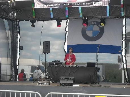 Jeden z DJ-ów puszcza muzę (fot. Przemysław Jankowski)