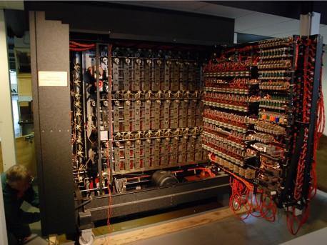 Bomba kryptologiczna Alana Turinga  wikimedia.org