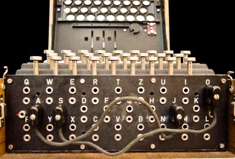 Enigma - widoczna część łącznicy kablowej  wikimedia.org