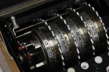 Złamanie kodu Enigmy - enigmy;maszyny;enigma;wiadomość;rejewski;szyfrowania;kryptologia;zygalski;rejewski;hitler;wojna;szyfr;tajne;złamanie kodu;bomba kryptologiczna;alan turing