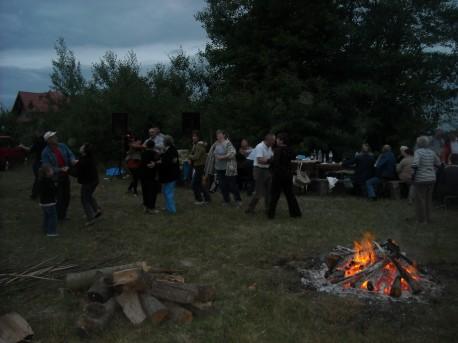 Tańce przy ognisku (fot. PJ; rok 2014)