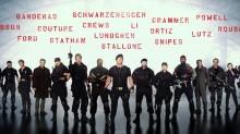 Moc kul, naostrzone noże i wiara w pięści  - Niezniszczalni 3;Sylvester Stallone;Mel Gibson;Antonio Banderas;akcja;adrenalina;macho;walka;ciosy;pięści;kule;eksplozje