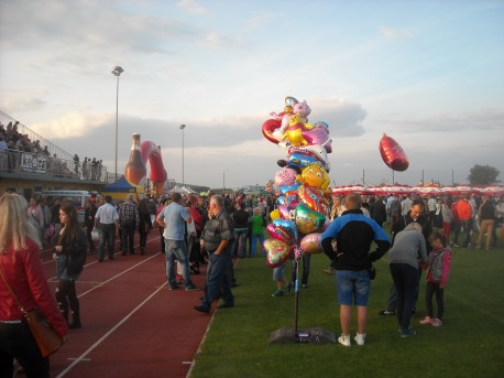 Dożynki na stadionie w Baruchowie (fot. Przemysław Jankowski)