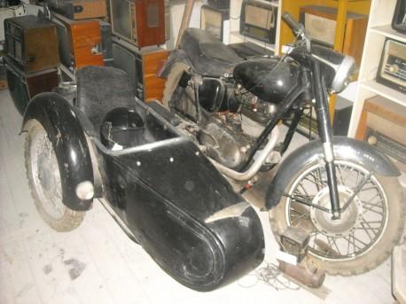 Motor Junak z połowy XX wieku (fot. Przemysław Jankowski)