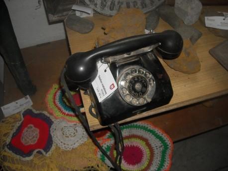 Telefon z I połowy XX wieku (fot. Przemysław Jankowski)