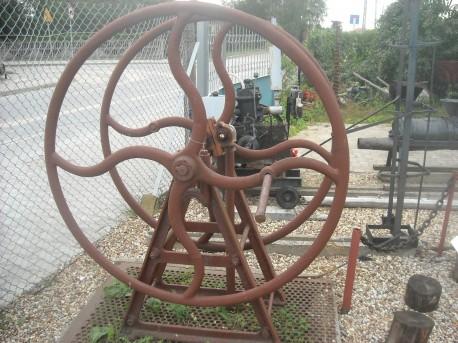 Podręczna kołowa maszyna do cięcia słomy, trawy itp (fot. Przemysław Jankowski)