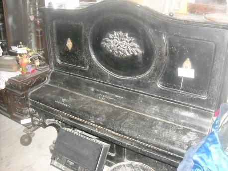 Stare pianino (fot. Przemysław Jankowski)