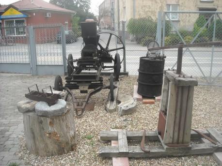 W tle m.in. stara cegielnia i żarna (fot. Przemysław Jankowski)