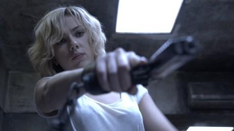 """Kadr z filmu """"Lucy"""" (źródło: youtube.com)"""