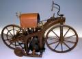 Pierwszy motocykl napędzany silnikiem spalinowym - motocykl;1885;silnik;jednocylindrowy;Daimler;pierwszy;historia;motoryzacja