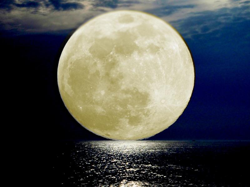Księżyc http://lukaszkulak92.wordpress.com/