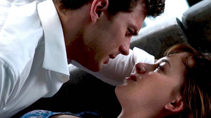 """Kadr z filmu """"50 twarzy Greya"""" (źródło: youtube.com)"""