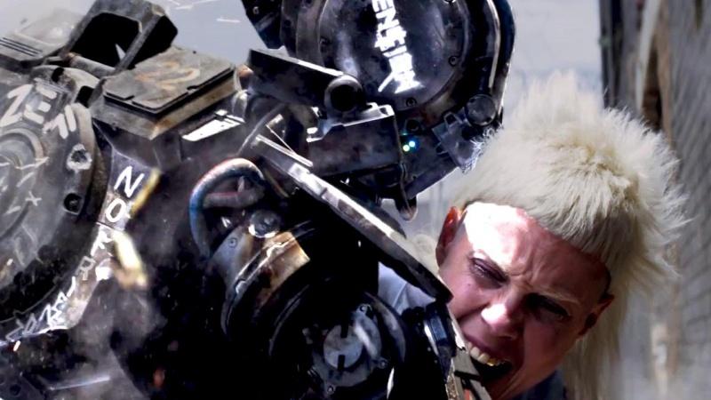 """Kadr z filmu """"Chappie"""" (źródło: youtube.com)"""