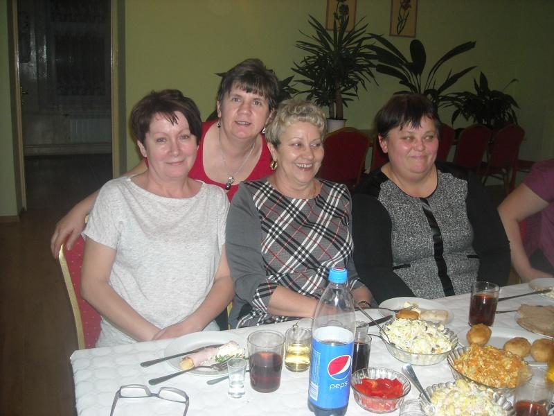 Dzień Kobiet w Klubie Kobiet Kreatywnych, pośrodku siedzi Mariola Gozdowska, najstarsza członkini (fot. PJ)