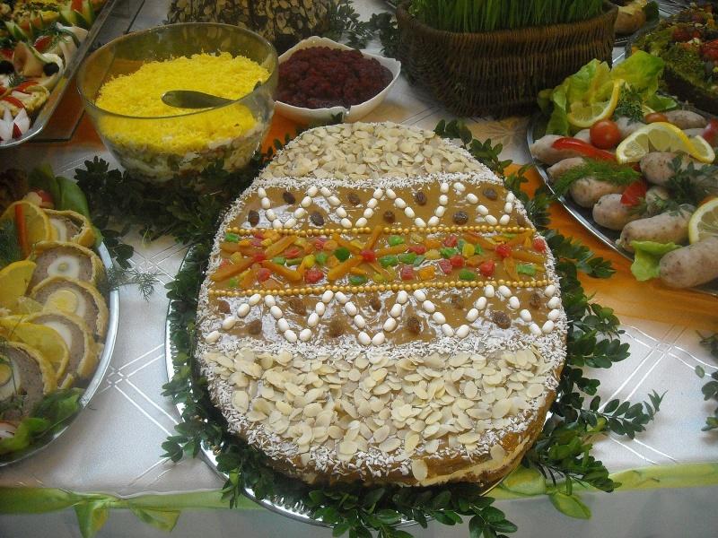 Inne stoły, słodkie wielkanocne jajo (fot. ZJ)