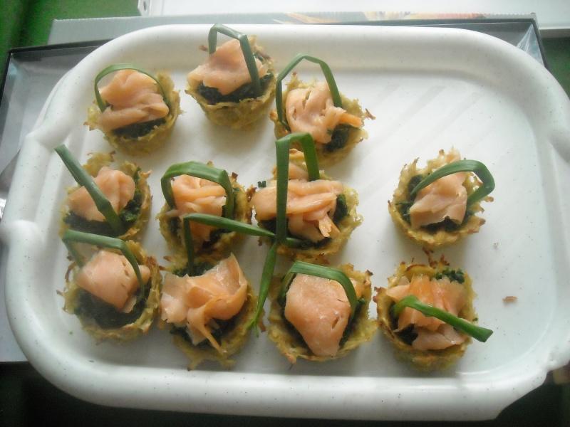 Koszyczki ziemniaczane ze szpinakiem i łososiem (fot. ZJ)