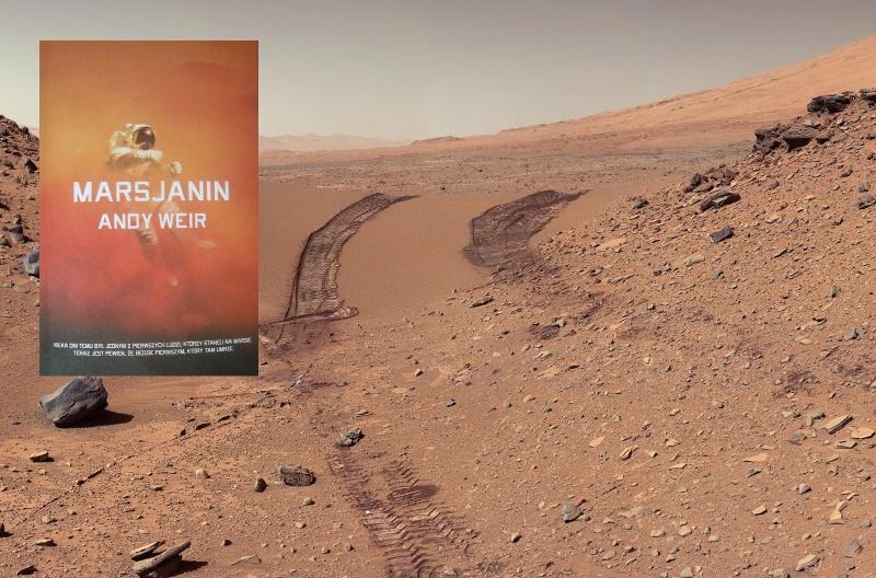 Okładka (źródło: zdjęcie autorskie), Tło, czyli powierzchnia Marsa i ślady łazika (źródło: wikimedia.org)