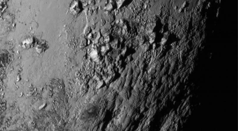 Powierzchnia Plutona - zdjęcie wykonane przez New Horizons (źródło: www.extremetech.com)