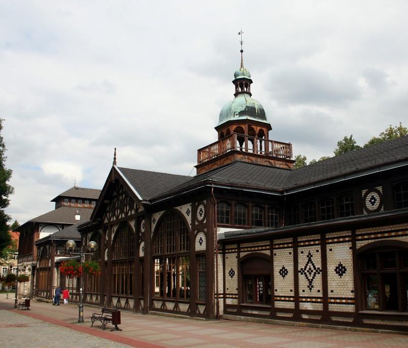 Szczawno-Zdrój, Hala spacerowa i Pijalnia Wód (źródło: wikimedia.org)