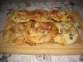 Pizzerinki, czyli mini pizze z serem - pizza;pizzerinki;smaczne;ser;wędlina;salami;pomysł