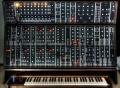 Syntezatory – Historia tworzenia muzyki elektronicznej - Moog;muzyka elektroniczna;tworzenie;syntezatory;historia;fala;pierwsze;dźwięk;muzyka