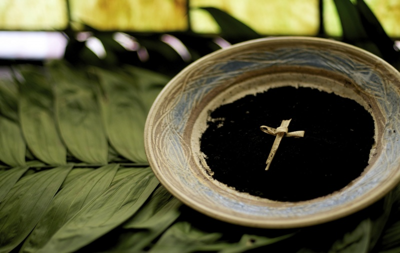 Popiół ze spalonych palm (źródło: www.365bestwishes.com)