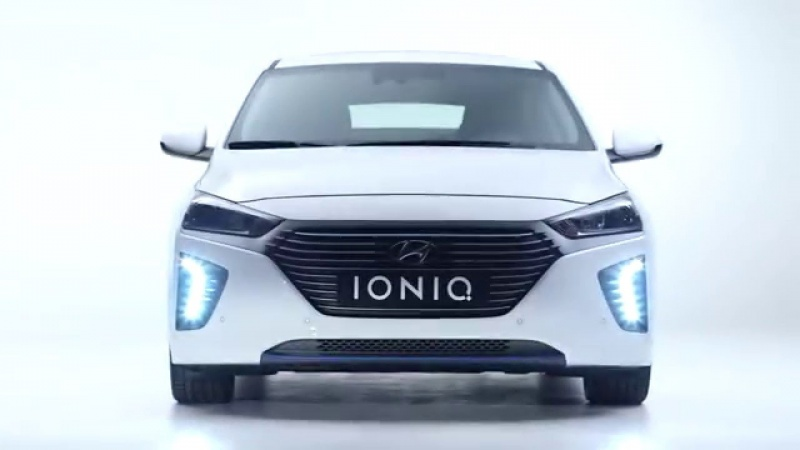 Hyundai Elantra IONIQ (źródło: youtube.com/screenshot)