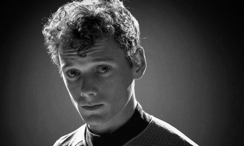 Anton Yelchin jako Pavel Chekov https://www.flickr.com/photos/teamlareau/