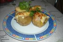 Ziemniaki faszerowane pieczarkami - przepis;ziemniaki;danie;miąższ;pieczarki;farsz;ziemniaki faszerowane;sos;pyszne;obiad;wydrążone