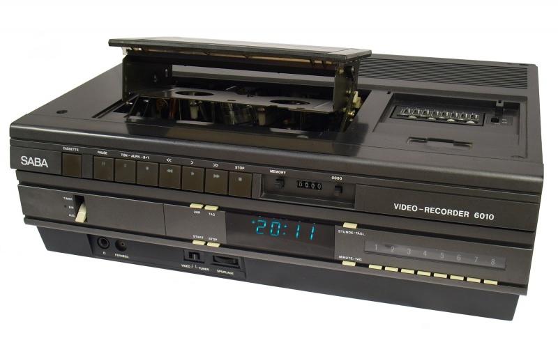 Jeden z pierwszych magnetowidów VHS z 1981 roku (źródło: wikimedia.org/Atreyu)