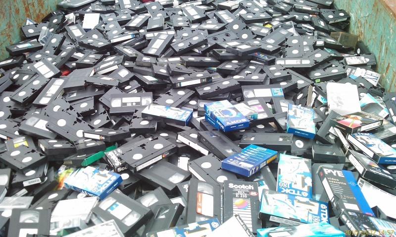Era kaset VHS jeszcze nie umarła! - VHS;standard;format;kaseta;wideo;wypożyczalnia;nośnik;taśma;filmy;obrazy;produkcje;zarobek;magia;Allegro;kolekcjoner