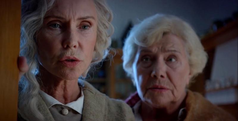 """Kadr z filmu """"Za niebieskimi drzwiami"""" (źródło: youtube.com)"""
