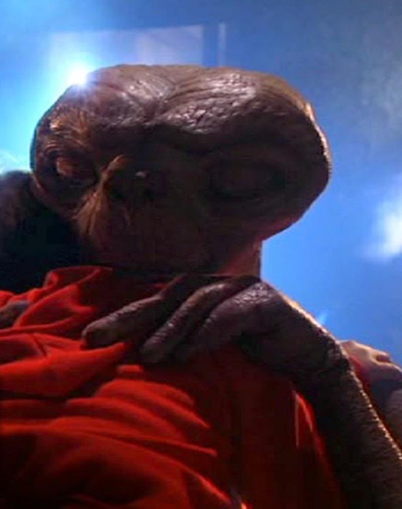 """Kadr z filmu """"E.T."""" (źródło: youtube.com)"""