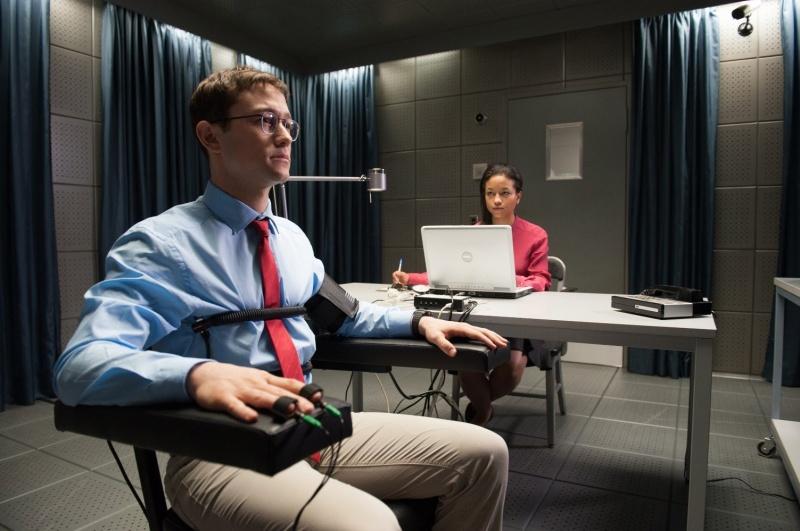 """""""Snowden"""" – Brzydka prawda  - recenzja;Snowden;dramat;thriller;biograficzny;Oliver Stone;Joseph-Gordon Levitt;Edward Snowden;haker;dane;przeciek;CIA"""