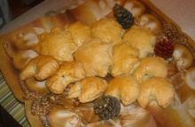 Minikulebiaczki z kapustą i grzybami - minikulebiaczki;zawijańce;wigilijny stół;danie;barszcz;przepis;przygotowanie;smaczne;gwiazdki;farsz;kapusta;grzyby