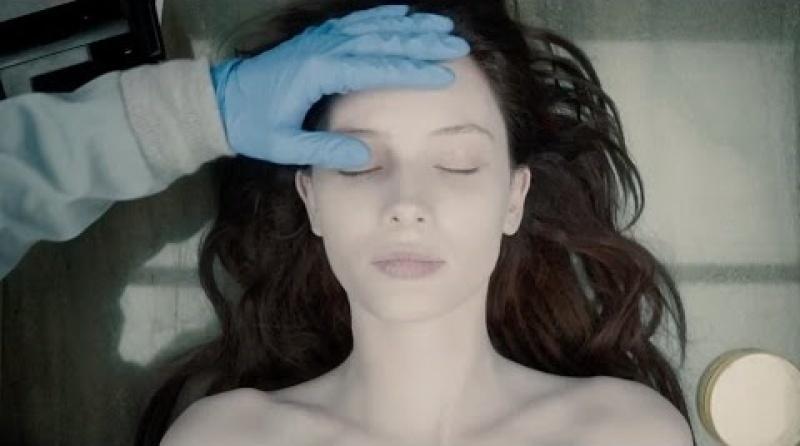 """Kadr z filmu """"Autopsja Jane Doe"""" (źródło: youtube.com)"""