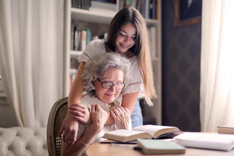 Dzień Babci (źródło: pexels.com/fot. Andrea Piacquadio)