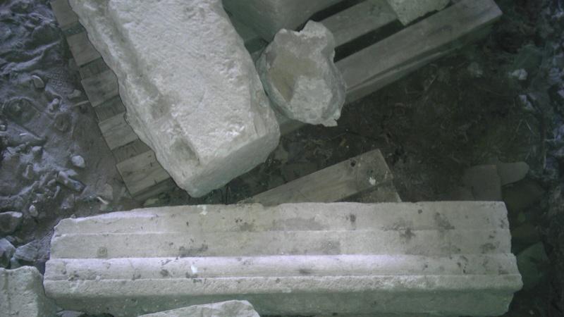 Bloki w Tenczynie noszą ślad obróbki mechanicznej