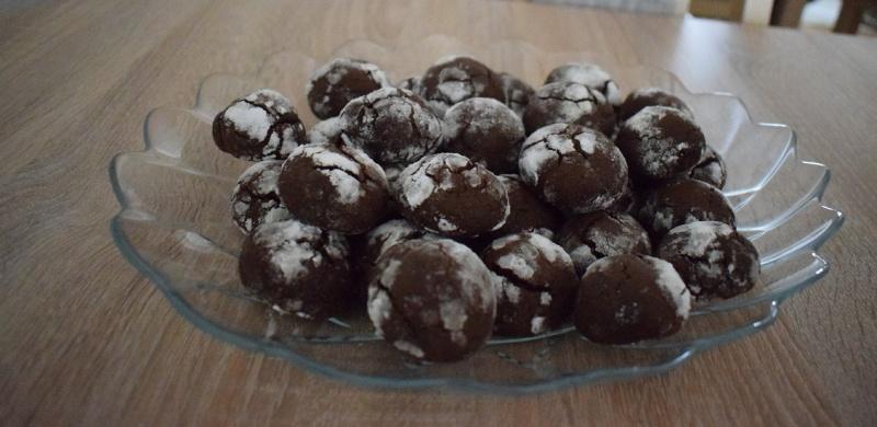 Popękane czekoladowe ciasteczka (fot. PJ)