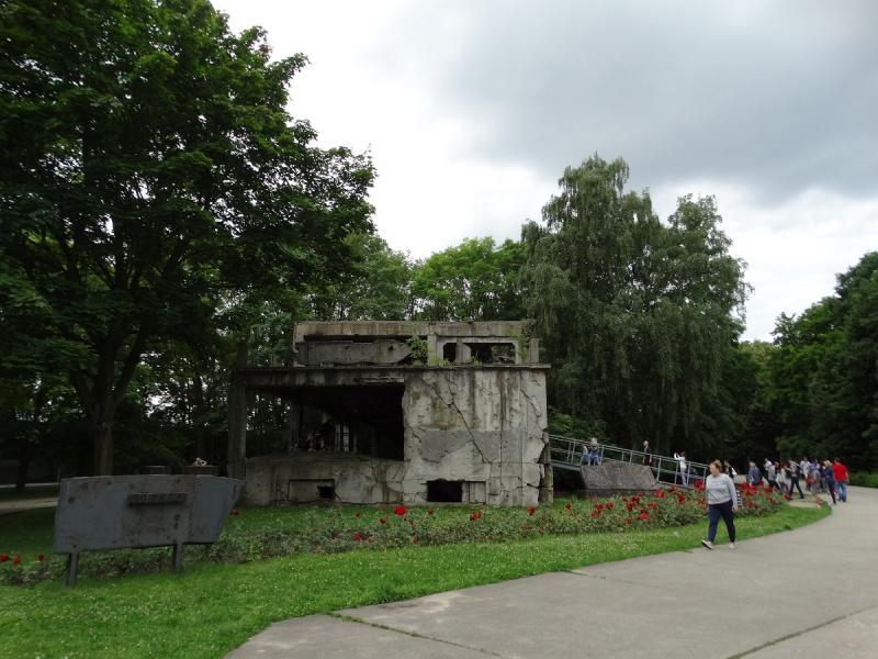 Dzień XIV (ostatni) - Westerplatte, zbombardowany budynek koszar