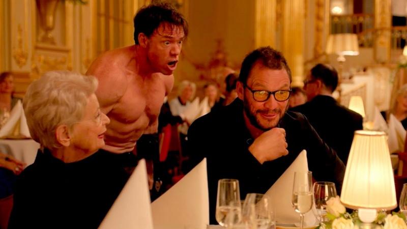 """Kadr z nagrodzonego Złotą Palmą filmu """"The Square"""" (źródło: youtube.com/screenshot)"""
