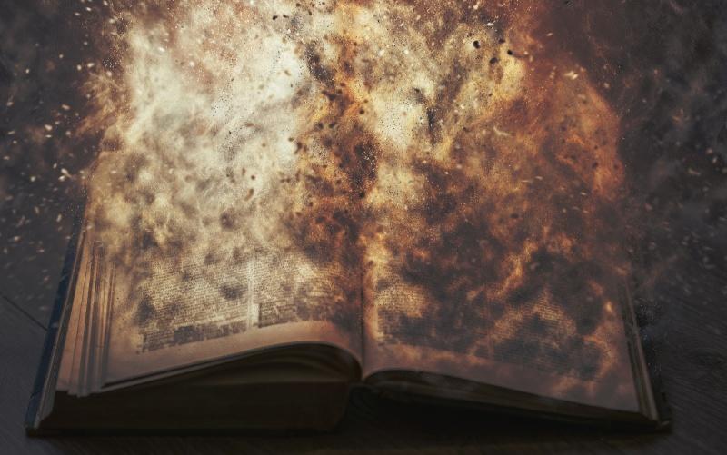 Płonąca księga (źródło: pexels.com)