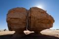 Niezwykły megalit w Arabii Saudyjskiej - Arabia Saudyjska;megalit;niezwykły;oaza;Tajma;rozwinięta;cywilizacja;cięcie;laserowe;zagadka;symbole