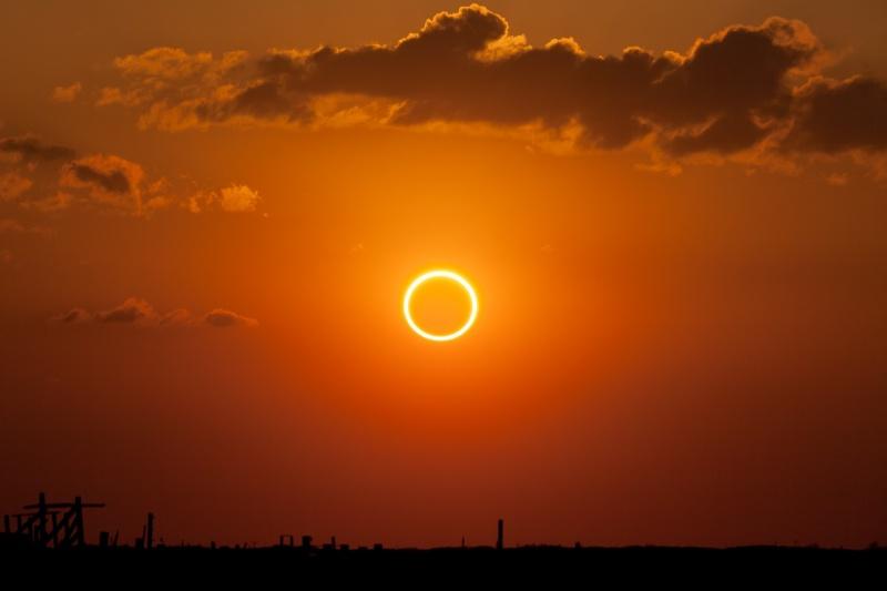 Obrączkowe Zaćmienie słońca w 2012 roku widziane w Nowym Meksyku (wikimedia.org/Kevin Baird)